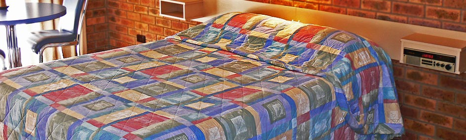 Comfortable Queen size bed at Settlement Motor Inn